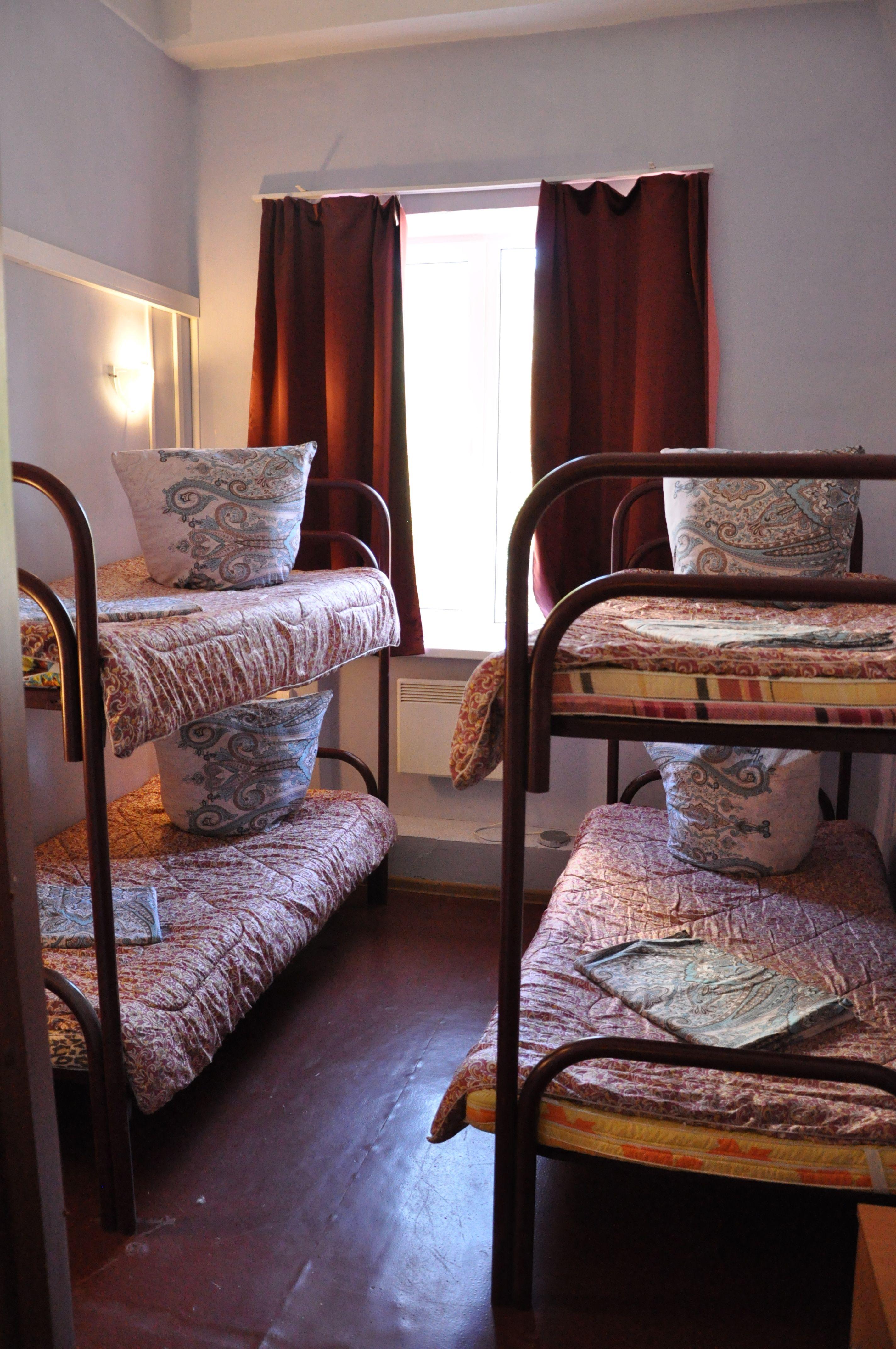 Снять комнату в хостеле на 4 места